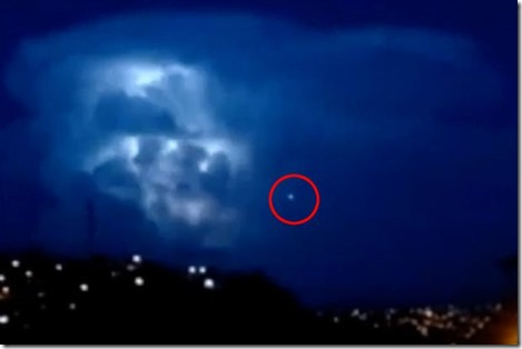 UFO-Watches-Then-Enters-Epic-Lightning-Storm_thumb[1] (1)